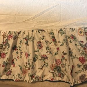 Bed skirt (Queen size)